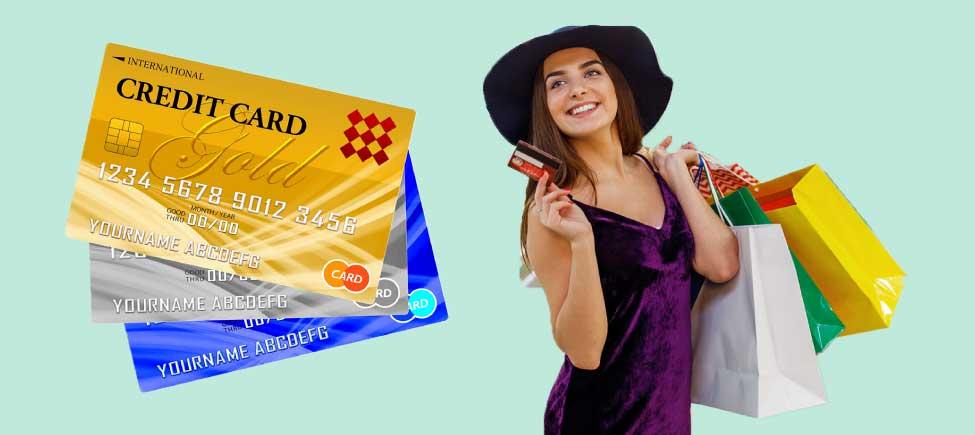 クレジットカードを使ってキャッシュレス決済をする人